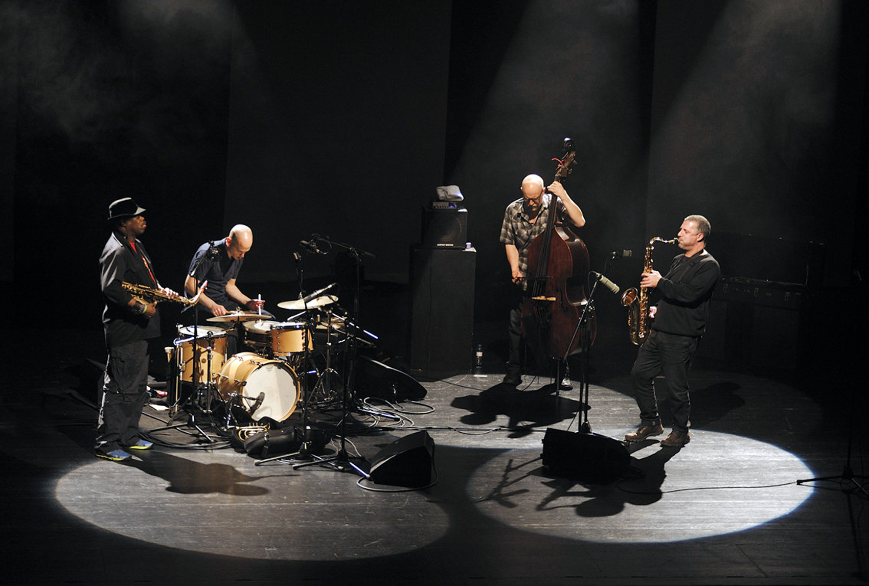 1/3 Amado – McPhee – Corsano – Kessler + Di Domenico – Almeida – Pándi at De Singer